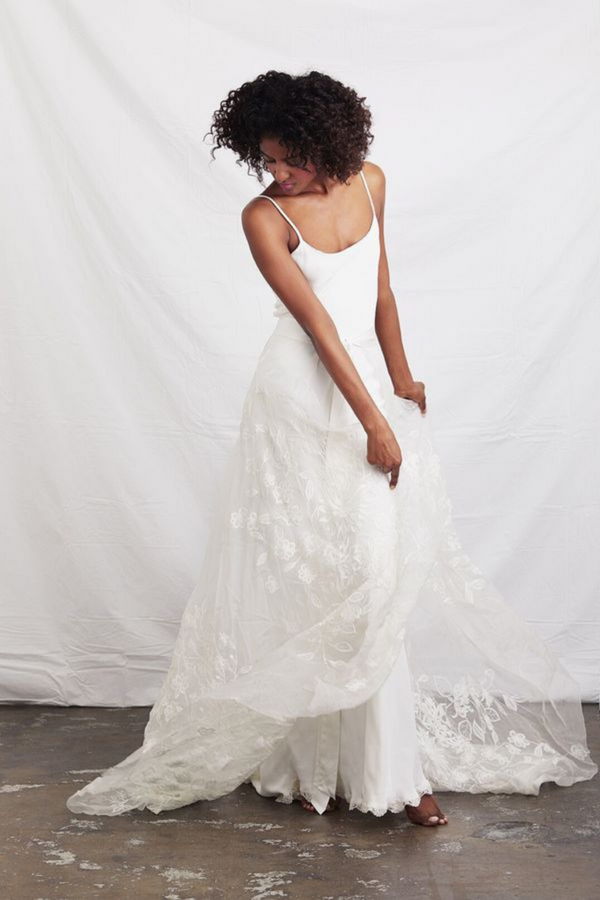 The Flora Wrap Skirt designed by A La Robe is a marvellous silk wrap skirt with intricate lace floral detailing. Pairs wonderfully with most bridal tops and is in excellent condition! (Ivory)