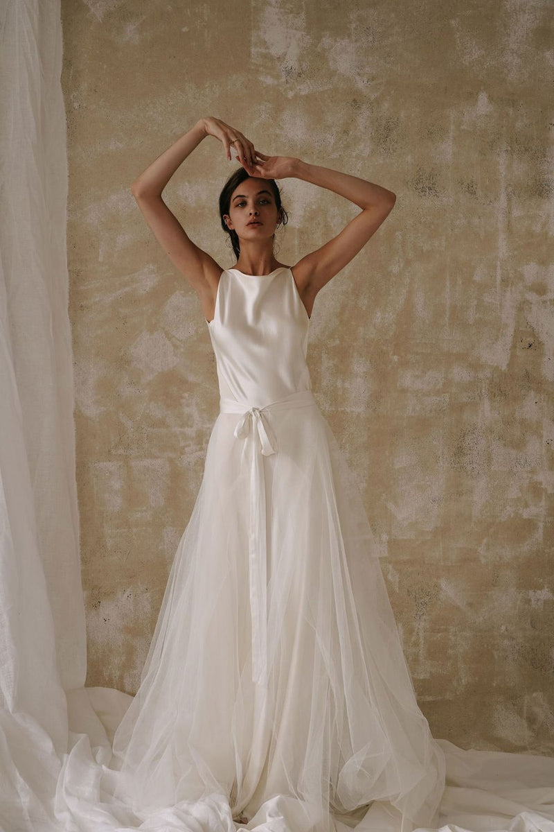 The Tallulah Skirt by bridal designer A La Robe is one of your most versatile pieces. Featuring a three-layer tulle long train, and a silky satin tie closure – the Tallulah is sure to make a grand entrance. Pair with any top or wedding gown for your big day.