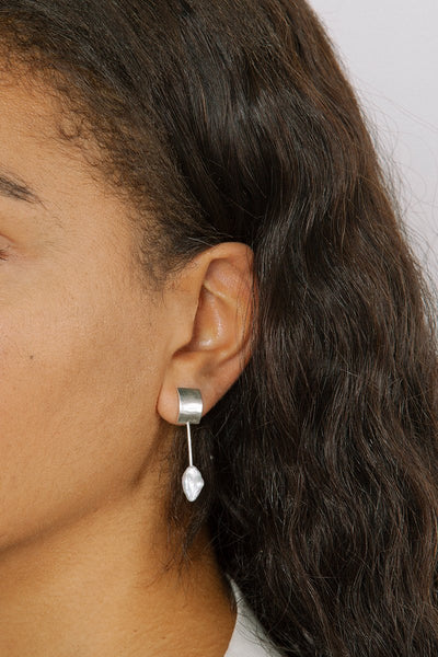 Swerve Pearl Earrings