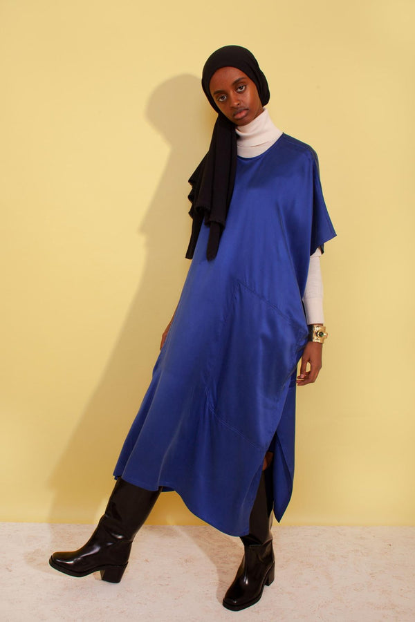 Introducing the mid-length Cooper Dress from L.F. Markey's evening wear line. Wide cut silk dress with short sleeves, round neckline and large front pockets. Made from 100% silk in a noteworthy cobalt blue, this dress can easily be worn with a pair of sneakers or heels!