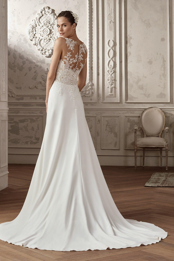 The Aeryn Bridal Gown designed by St. Patrick. Flowers take over the most feminine of silhouettes to give shape to this spectacular wedding dress by St. Patrick Pronovias.