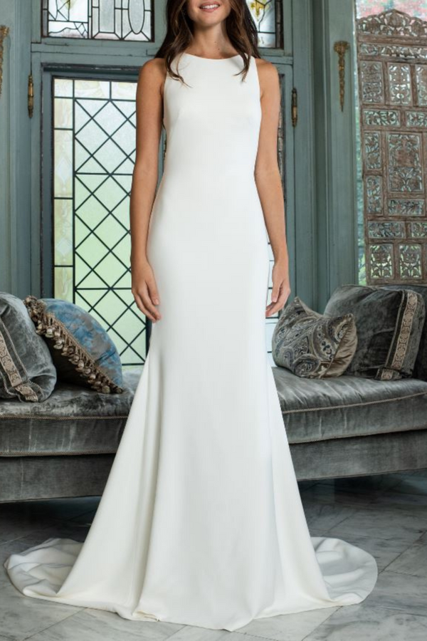 The Gloria is in perfect condition, and is the wedding dress for our classic, yet chic bride. Featuring an elegant high neck, and a unique sexy crisscross open back – this crepe gown by bridal designer Theia, really is a showstopper.