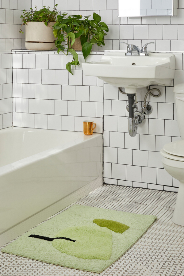 Make your mornings a little easier: this super soft abstract bathmat in charming greens is just what your bathroom needs.