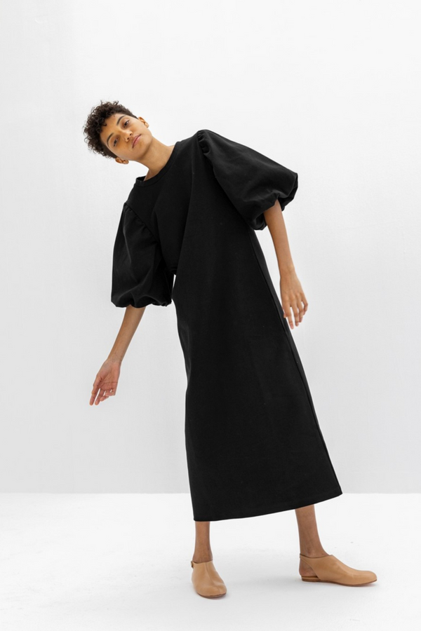 The Atenea is a knit dress featuring maxi puffy sleeves. Pair with your favourite booties or sneakers for a cool yet elegant look in this classic black dress. Ethically made in Portugal out of 95% cotton and 5% elastane.