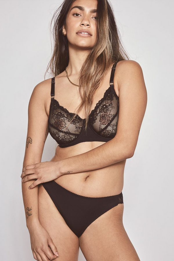 Delicate yet impeccably supportive. The Ivy Classic underwire bra fuses floral stretch lace cups with a silky Italian jersey front gore, providing a natural shape within a supremely flexible wire.