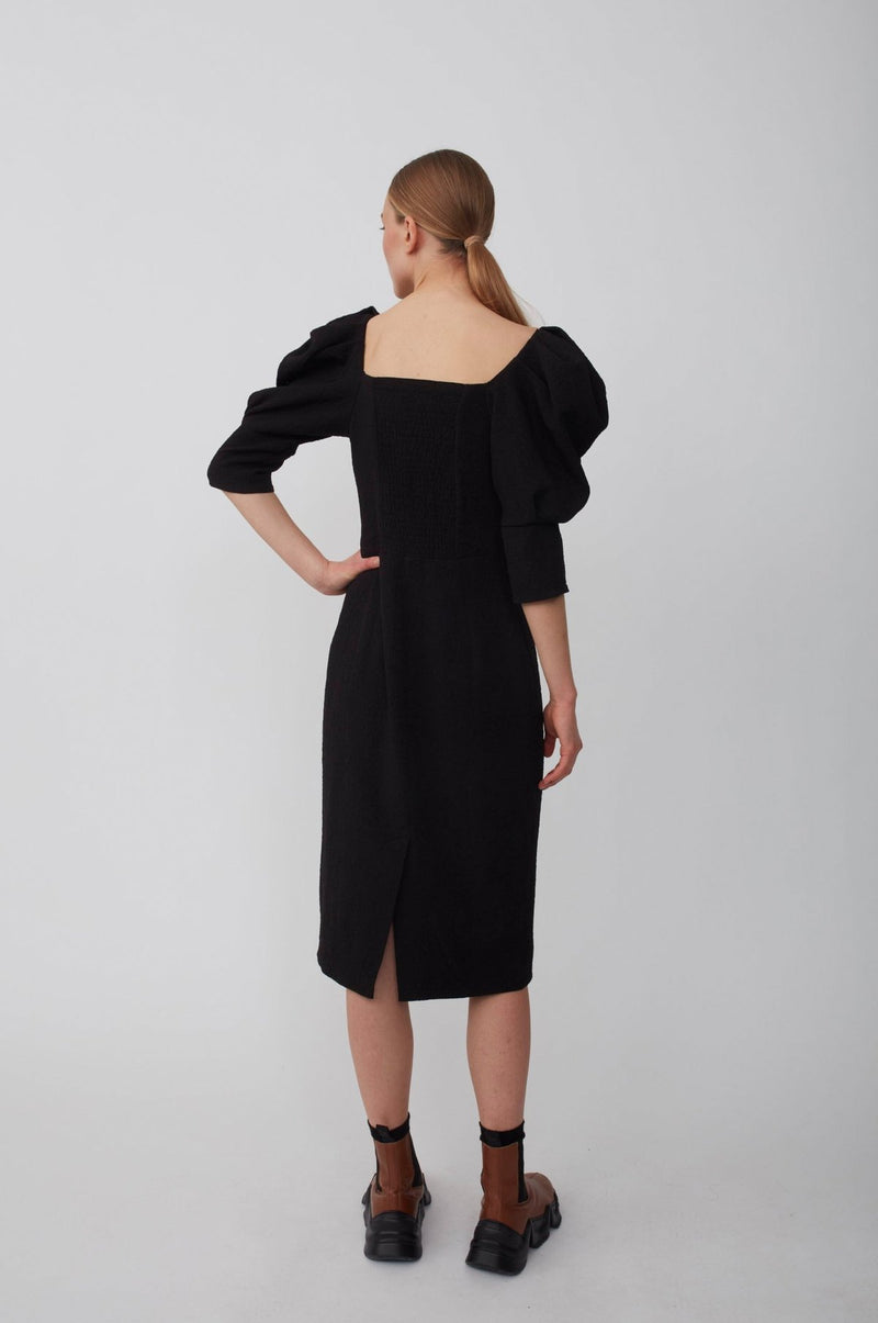 The Bonnie Dress designed by Just Female, is made from a polyester mix crepe material. Featuring a sweetheart neckline, voluminous ¾ sleeves, smock detail and a slit in the back. Try styling it with a shirt underneath. Perfect for festive occasions and a date night out!