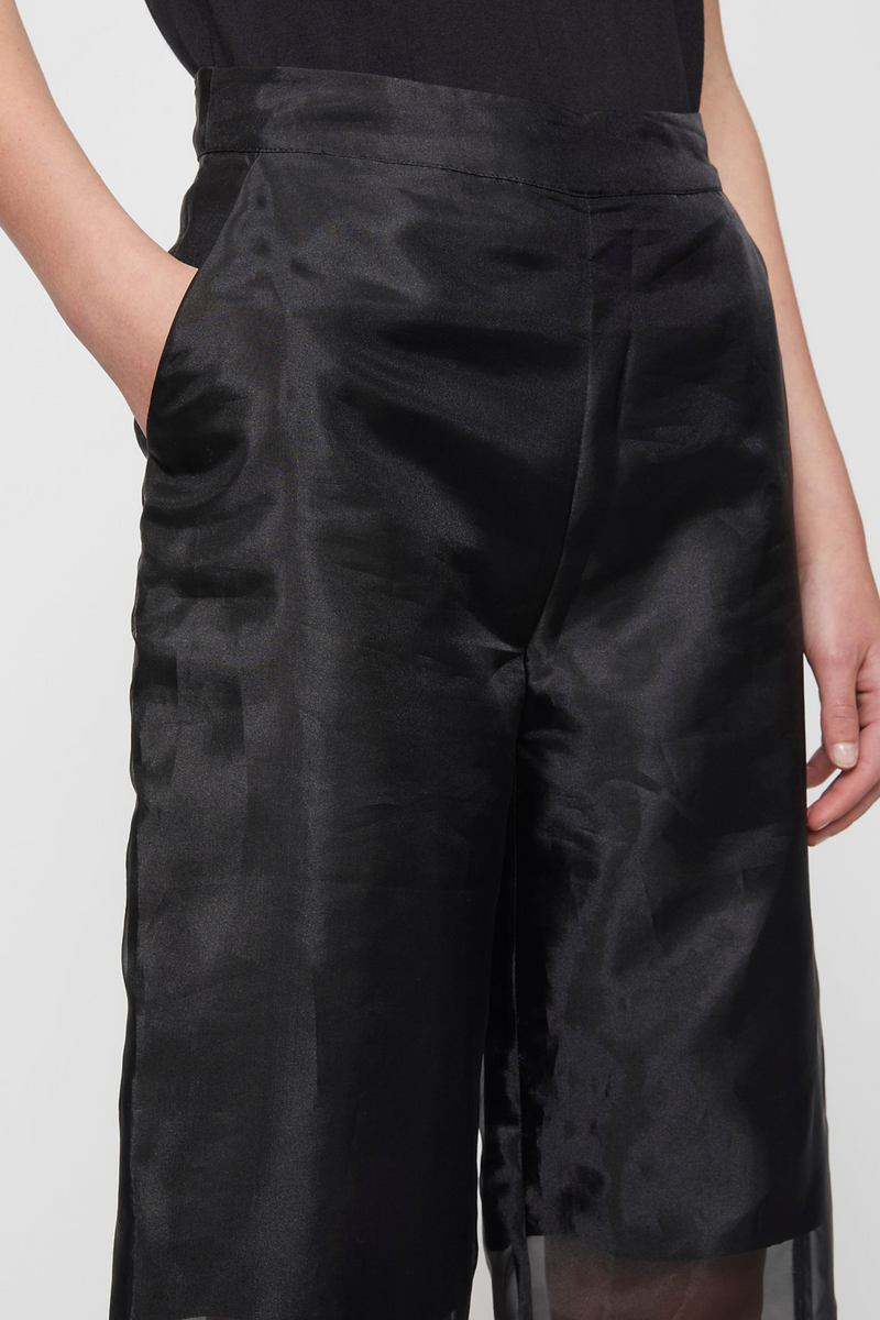 The Cologne Trouser designed by Just Female Black features a sheer straight-leg high-waisted silhouette, a sheer full length construction, side pockets, and a solid black lining that hits just above the knee. A trouser that makes a statement, pair with a crop-top, or a black shirt for an elegant look.
