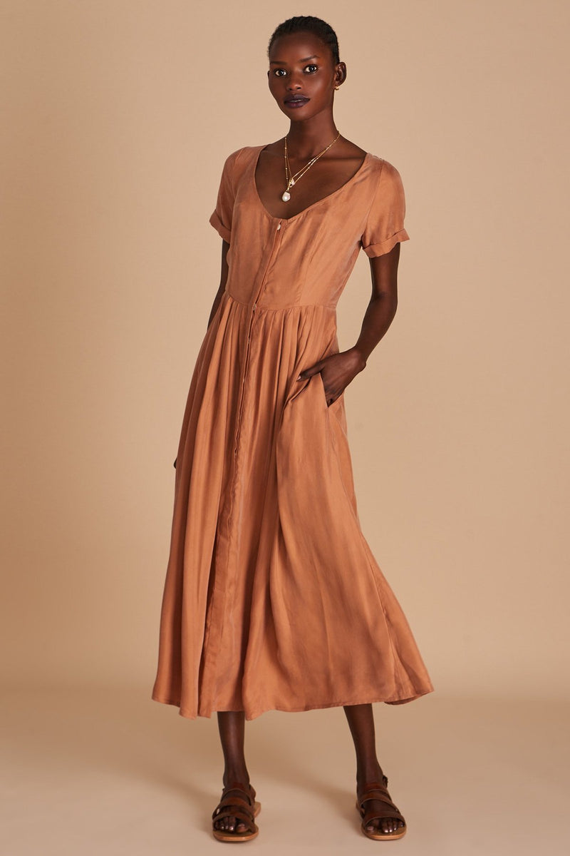 The Marjeta Dress has a timeless flow, it's for wandering up hillsides and down city streets, for leaning in arched doorways and gliding across the cool tiles of your private seaside terrazzo, and looking fabulous all the while. In a neutral hand-dyed clay colour designed by Sancia.