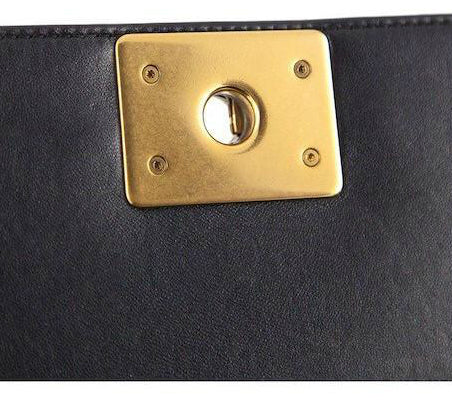 d74043ae44eebd Also on a classic 2.55 handbag, the CC-lock is perfectly centred in the  middle of a square piece of leather. Inside on the left side of the plate  there is ...