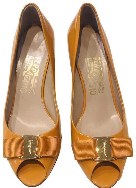 Salvatore Ferragamo Orange Vara Bow Patent Pumps Sz 5