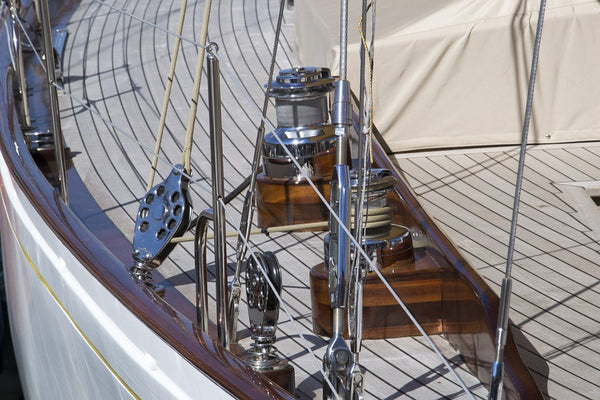 marine spar varnish sail boat