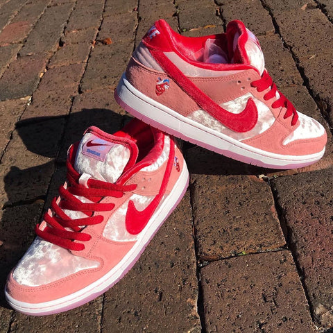 Nike SB Dunk Low Pro QS : Bright Melon/Gym Red : (STRANGLOVE)
