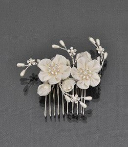 Bridal hair flower with pearls