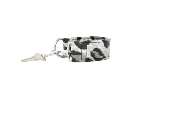 Snow Leopard SIGNATURE KEYPER® Key Ring