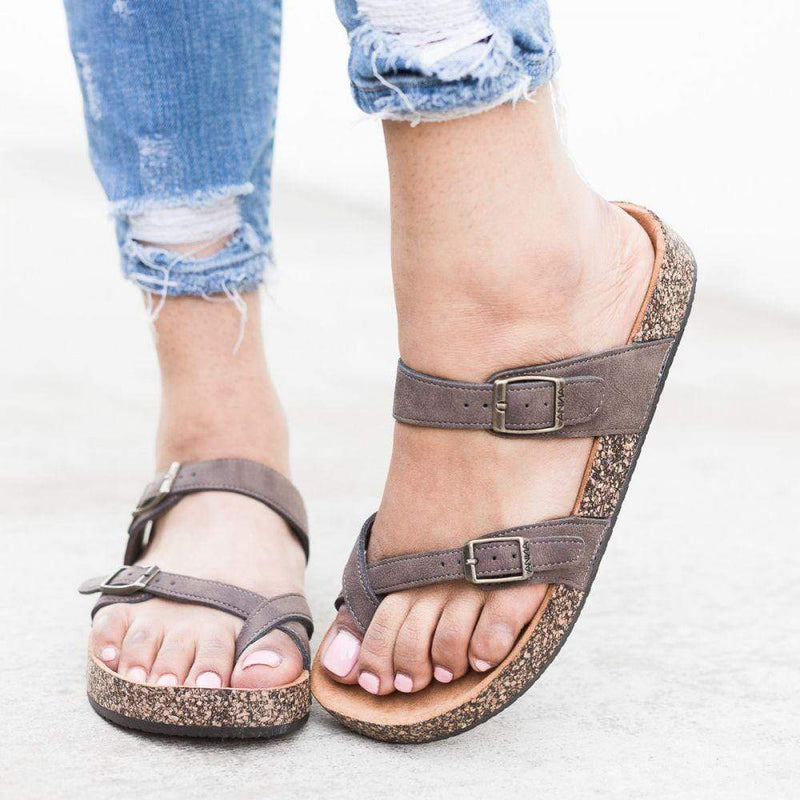 Complete your plus size vacation outfit with these casual brown sandals. Perfect for vacation to wear with anything from jeans to maxi dresses!