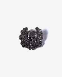 Noah - Skull Wreath Enamel Pin - 1