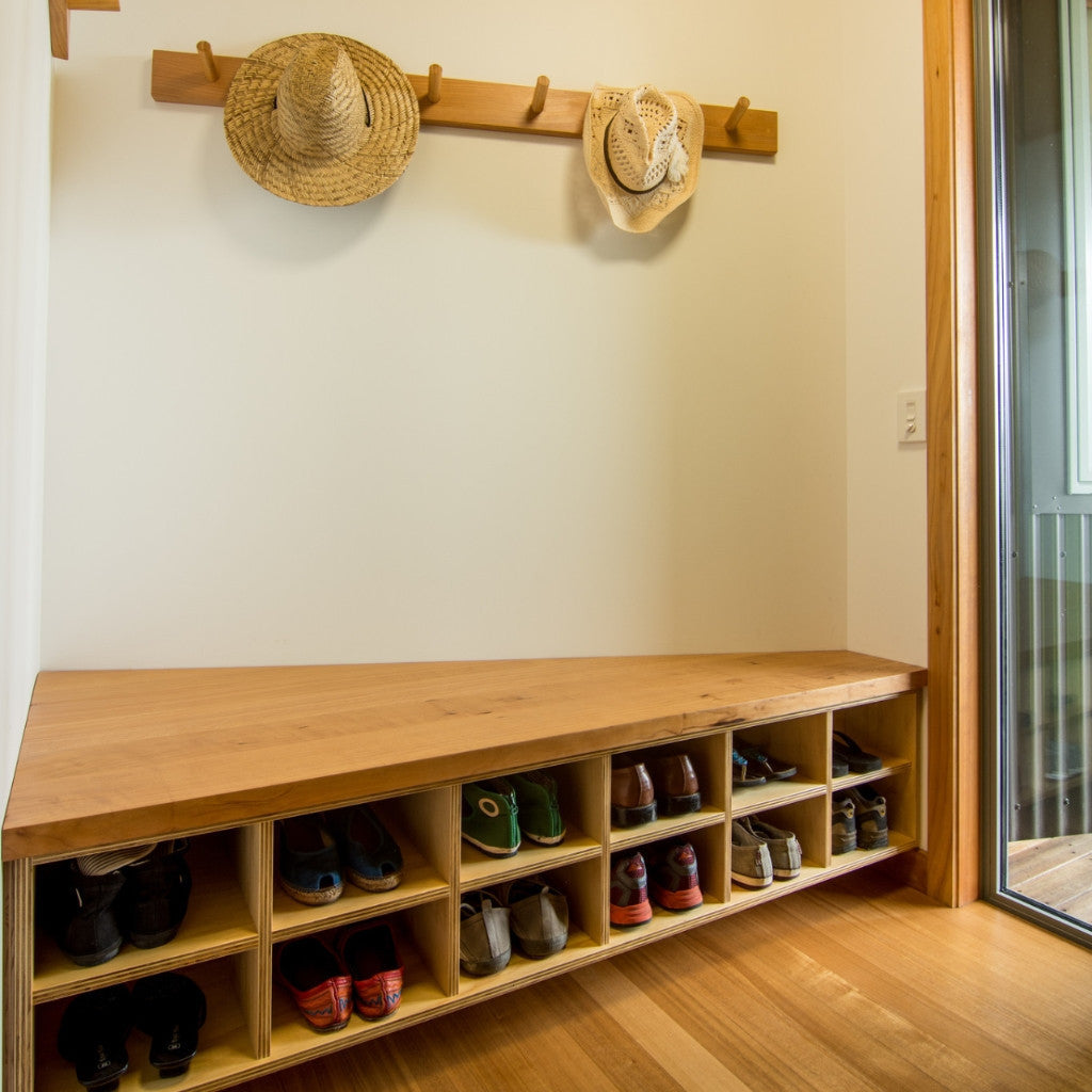 Entrance and hallway shoe storage unit