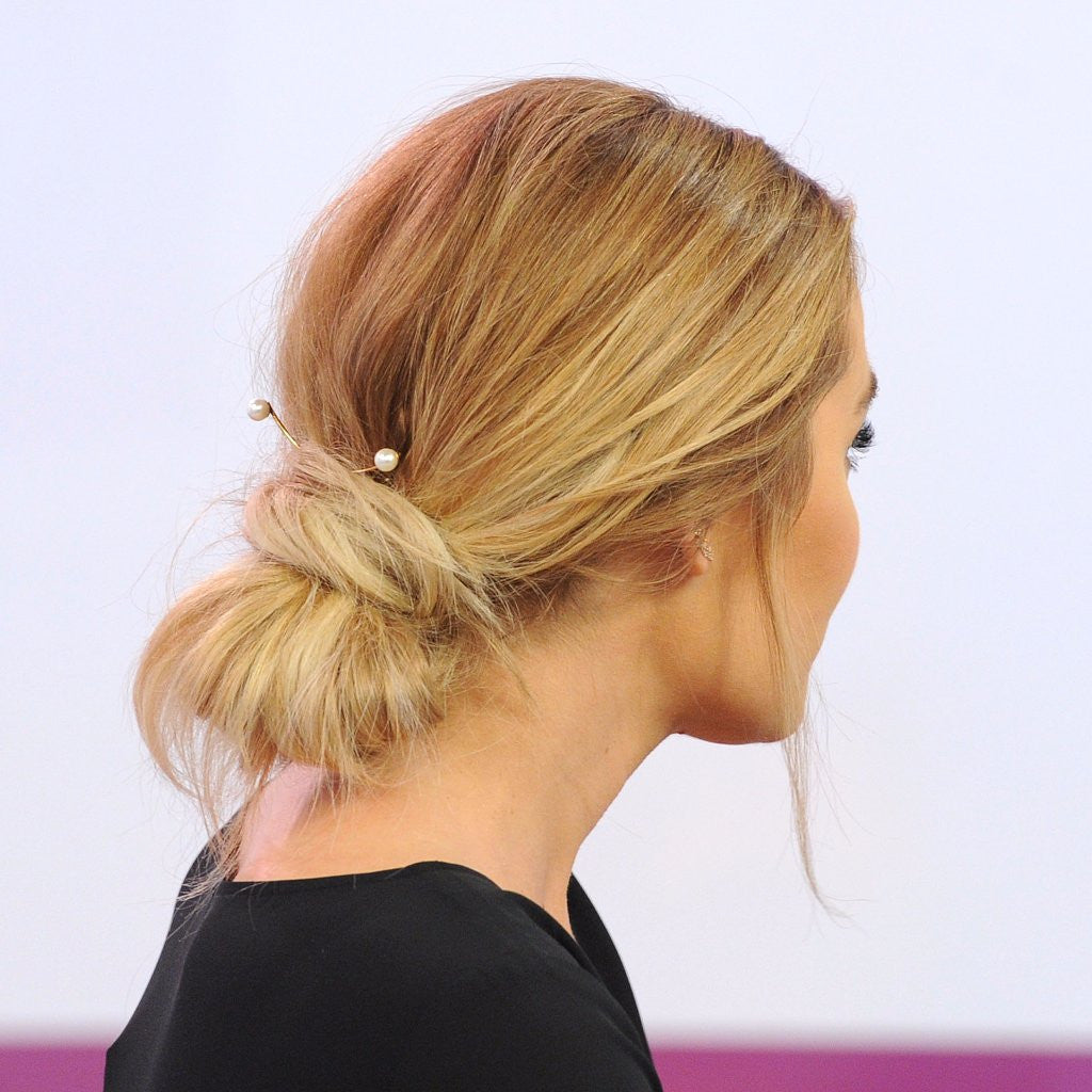 LC'S FUN MESSY BUN: A DIY TUTORIAL