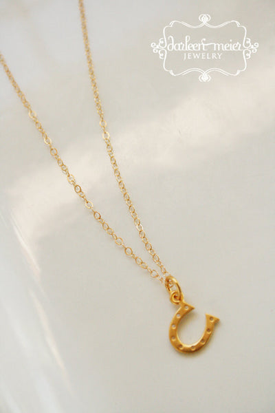 Horseshoe necklace gold tiny