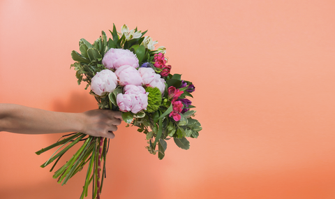 10 best occasions to send someone flowers