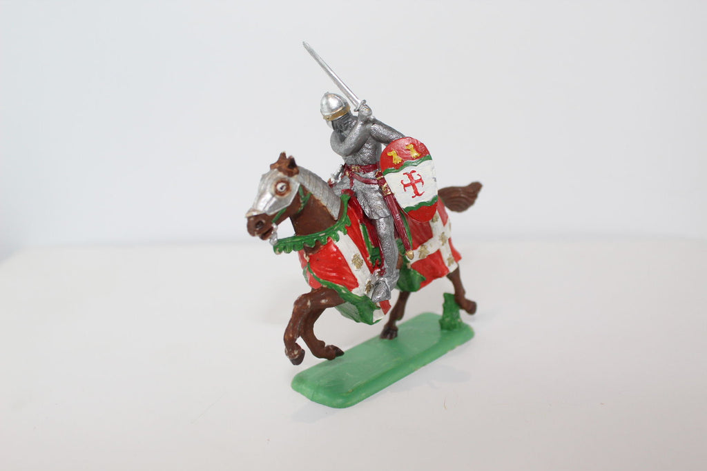 ITALERI PAINTED MEDIEVAL MOUNTED KNIGHT (#20). 1/32 SCALE.