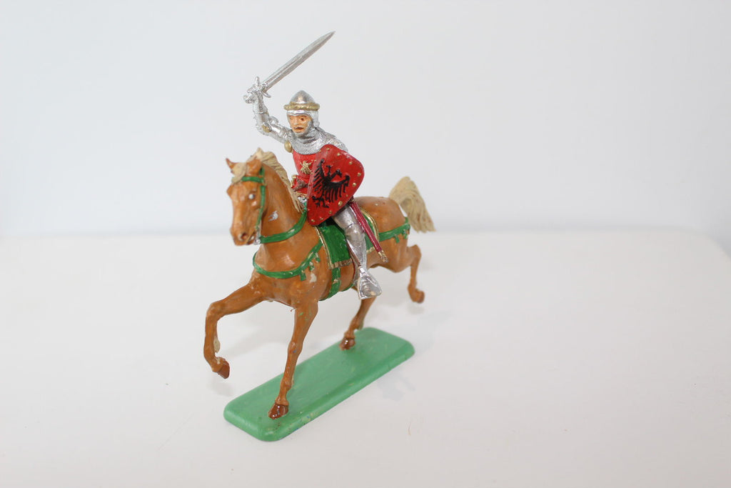ITALERI PAINTED MEDIEVAL MOUNTED KNIGHT (#22). 1/32 SCALE.