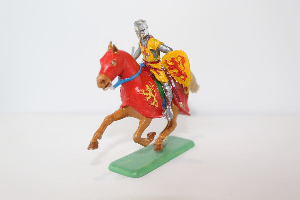 ITALERI PAINTED MEDIEVAL MOUNTED KNIGHT (#35). 1/32 SCALE.