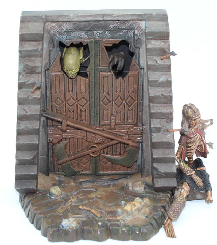 LORD OF THE RINGS - MINES OF MORIA - SCENIC DOORWAY PIECE - GOBLIN & DWARF