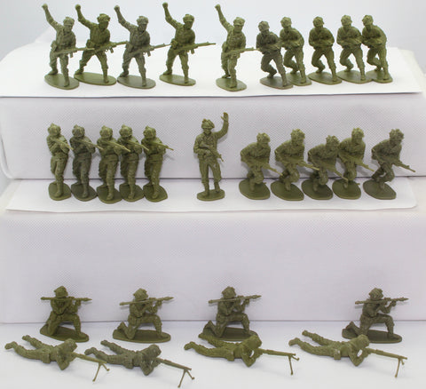 AIRFIX MODERN GERMAN INFANTRY x 29 FIGURES. 1/32 SCALE. FULL SET. NO BOX.