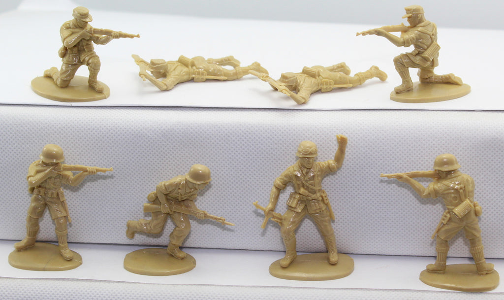 MATCHBOX WWII German Afrika Korps - 8 Figures. 1/32 Scale
