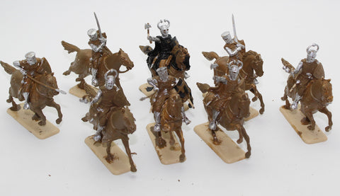 ITALERI  Set No 6863. TEUTONIC KNIGHTS. 12-13 CENTURY. 8 PAINTED FIGURES. 1/32 SCALE. 54MM. USED