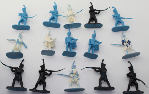 HaT Napoleonic French Line Infantry x 15 Plastic Figures. 1/32 Scale. Used.