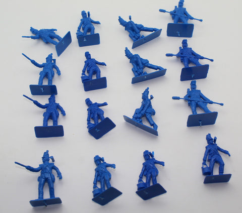 A Call to Arms Napoleonic British Artillery Crew x 16 Plastic Figures. 1/32 Scale. Used.