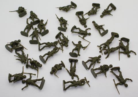 Esci / ERTL - WW2 Russian Infantry x 30 Figures. 1/35 Scale. No box.