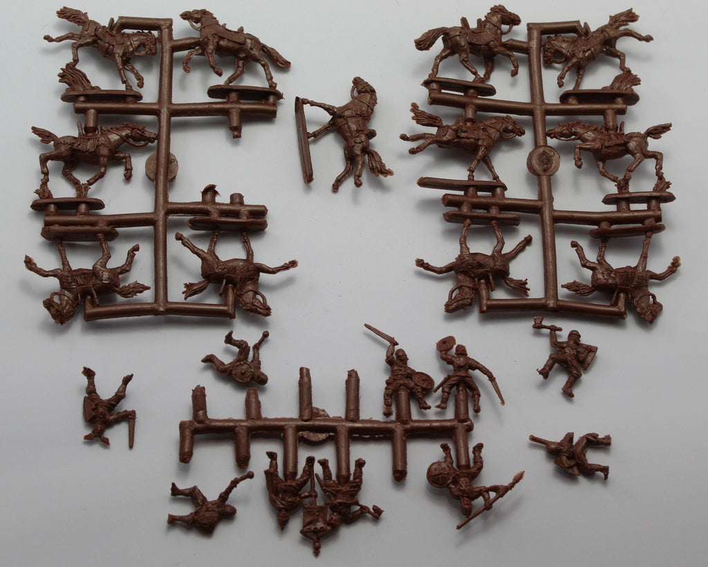 USED / NO BOX! - STRELETS SET #8. CAROLINGIAN CAVALRY. 1/72 SCALE. 12 FIGS (AW29)