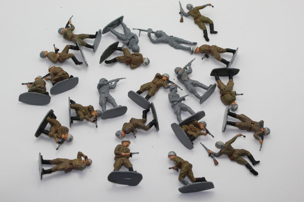Airfix - WW2 Russian Infantry. 1/32 Scale Plastic. Used. 20+ figure mixed lot (BT46)