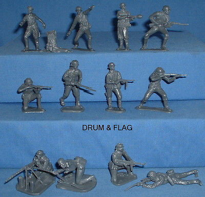 CTS WW2 GERMAN INFANTRY. 1:32 SCALE GERMANS. 12 X GRAY UNPAINTED PLASTIC FIGURES