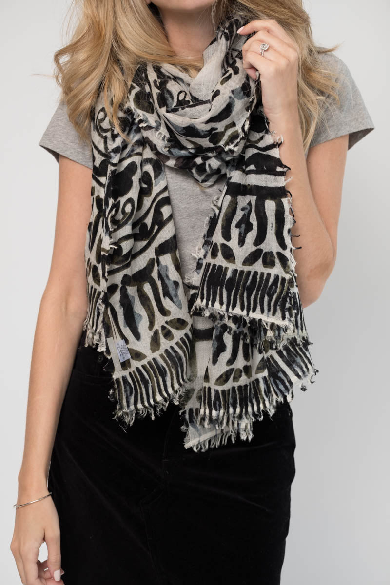 Loracle Cashmere Scarf in Black and Grey