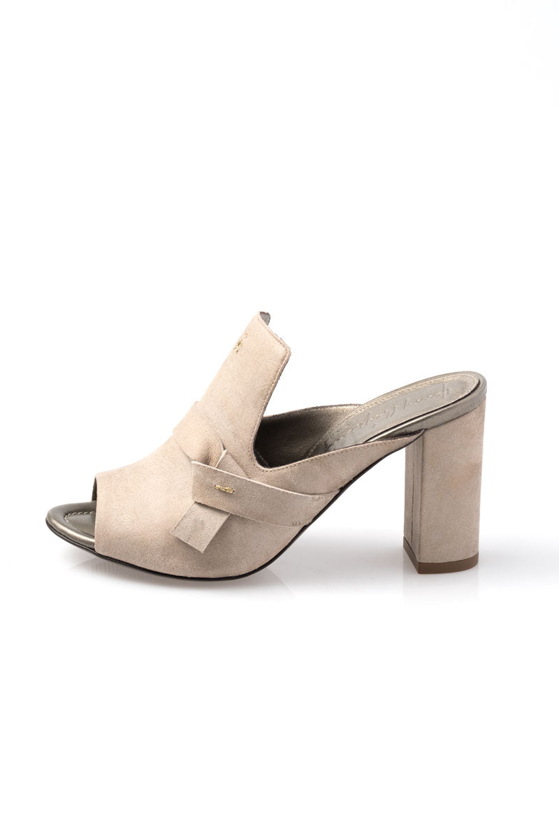 Slip on Heeled Mule in Oro