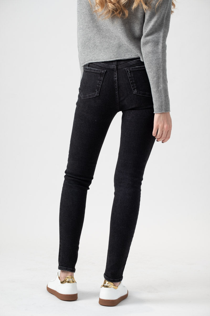 Chevelle Skinny Jean in Blizzard