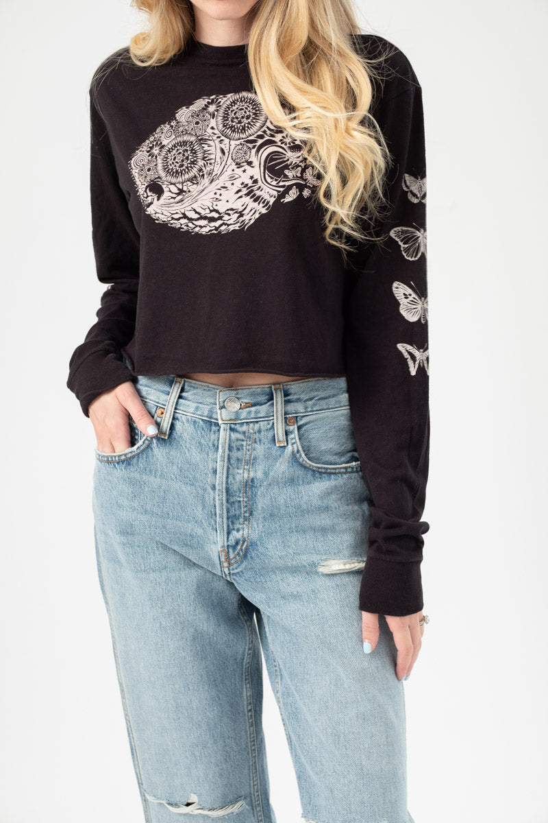 Long Sleeve Crop Psychedelic Lion Tee in Stone Black