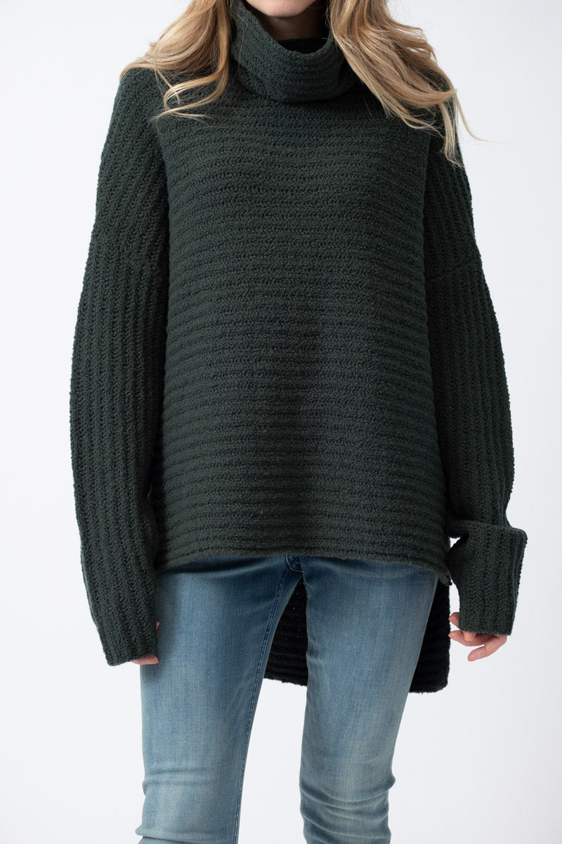 Davis Turtleneck Sweater in Hunter Green