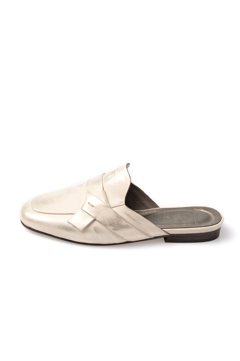 Slip on Leather Mule in Aglio
