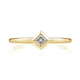 princess cut pink diamon yellow gold band
