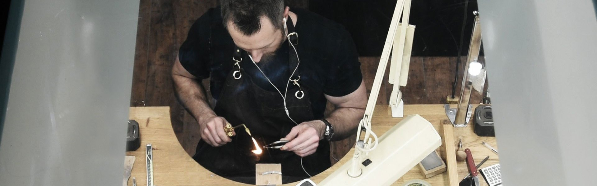 Work directly with our traditionally trained craftsman in our on site workshop based in Londons jewellery district, Hatton Garden
