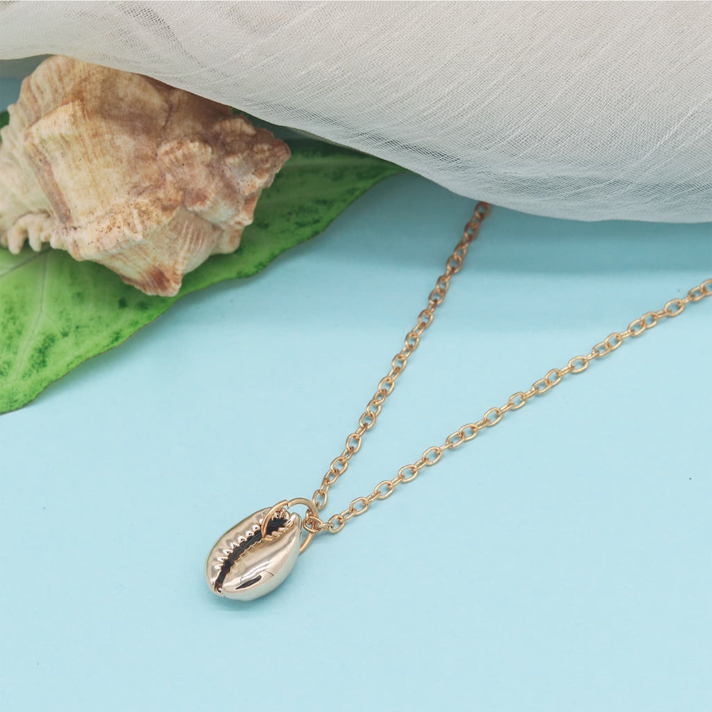 Beach Love Gold Shell Pendant Necklace - Joker & Witch
