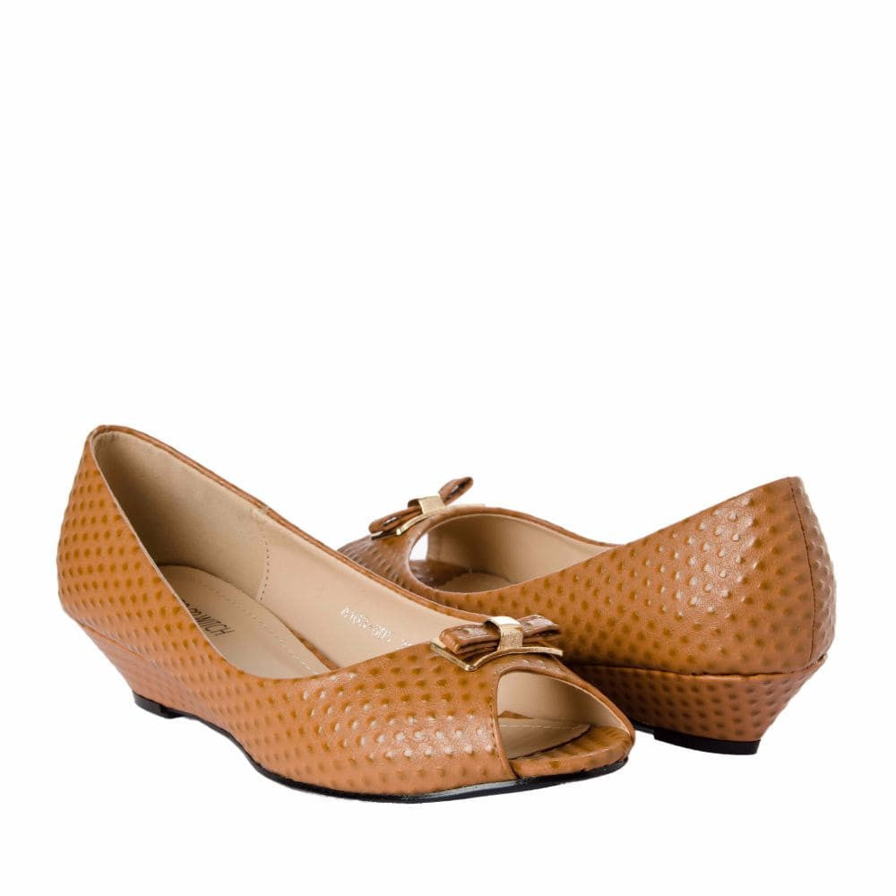 Ostrich print Tan Peep- toed wedges - Joker & Witch - 8