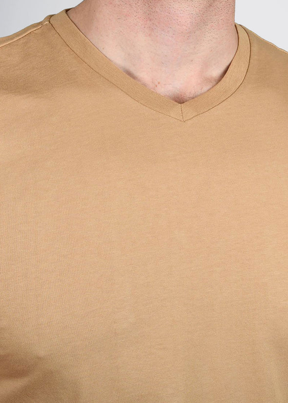american-tall-mens-garment-dyed-v-tee-camel-detail