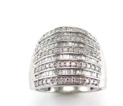 10k solid white gold 1.5 carat genuine round and baguette diamond ring Estate