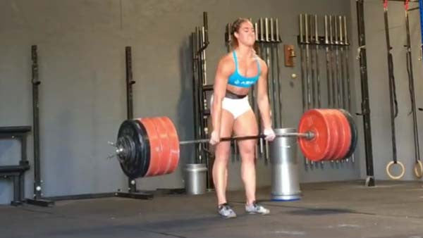 Brooke Wells Deadlifting 425lbs !!